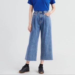 NWT Levi's Ribcage Pleated Crop Wide Leg Jeans 30